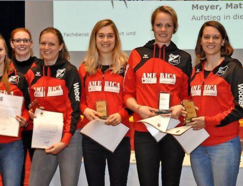 Stadt ehrt ihre besten Sportler – Urkunden für Einzelakteure, Mannschaften und Funktionäre / Bürgermeister bekommt Boxhandschuh
